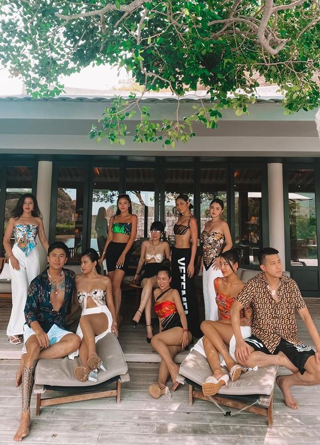 Cuối tuần của các hot mom: Hằng Túi bầu 5 tháng vẫn tự tin diện bikini khoe dáng thon, Meo Meo đẹp xuất sắc tại resort xa hoa - Ảnh 4.