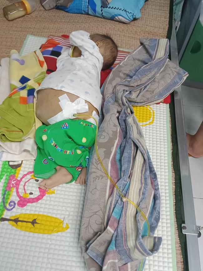 Bức thư đẫm nước mắt của người cha là giáo viên gửi con trai 9 tháng tuổi, cái bụng chực nổ tung vì căn bệnh hiểm nghèo - Ảnh 1.