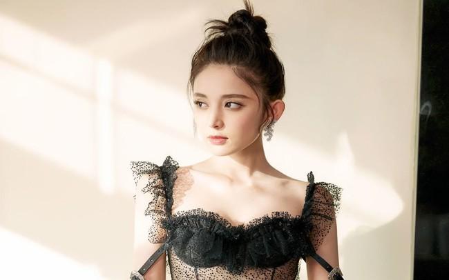 """Có xinh đẹp như """"mỹ nữ Tân Cương"""" Cổ Lực Na Trát thì tỏ tình cũng bị từ chối thẳng thừng, netizen tò mò xuất thân của """"nam chính"""" - Ảnh 3."""