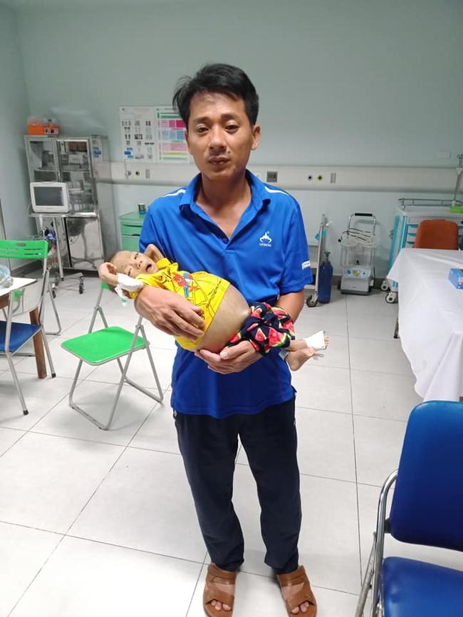 Bức thư đẫm nước mắt của người cha là giáo viên gửi con trai 9 tháng tuổi, cái bụng chực nổ tung vì căn bệnh hiểm nghèo - Ảnh 3.