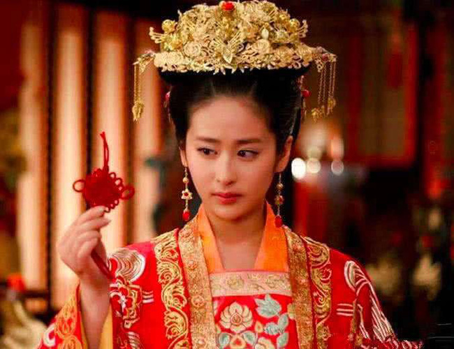 """Màn đánh ghen """"vượt thời đại"""", được lưu vào sử sách của nàng công chúa khi bắt quả tang chồng đang trên giường với người hầu - Ảnh 3."""