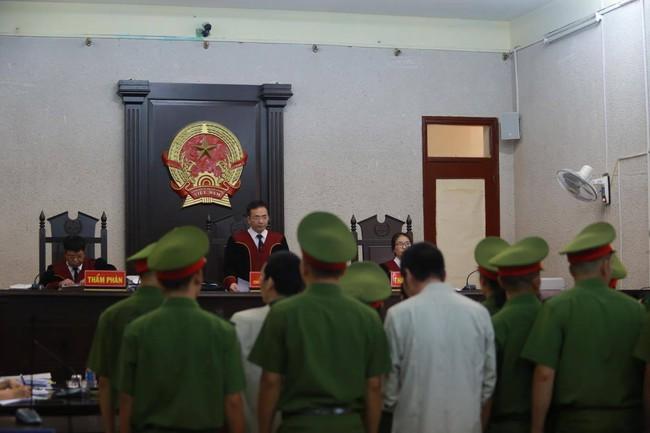 Xét xử mẹ nữ sinh giao gà ở Điện Biên: Luật sư của Vì Thị Thu vắng mặt, HĐXX đề nghị hoãn phiên tòa - Ảnh 1.