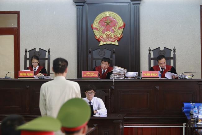 """Nhóm sát nhân sát hại nữ sinh giao gà ở Điện Biên kêu oan nói bị ép cung, đánh đập: """"Bị cáo toàn bị đánh đập trước khi lấy lời khai"""" - Ảnh 2."""