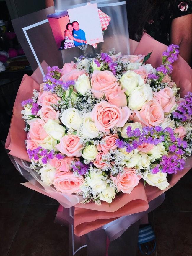 Người đàn ông gửi hoa cho vợ vào ngày sinh nhật ngay cả khi anh ta đã qua đời, biết rõ sự tình đằng sau nhiều người rưng rưng nước mắt - Ảnh 2.