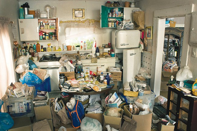"""Cứ tưởng thích tích trữ đồ cũ là do bản tính tiết kiệm, ai ngờ đó lại là biểu hiện của một căn bệnh nguy hiểm khiến bạn trở thành """"Vua bãi rác"""" - Ảnh 1."""