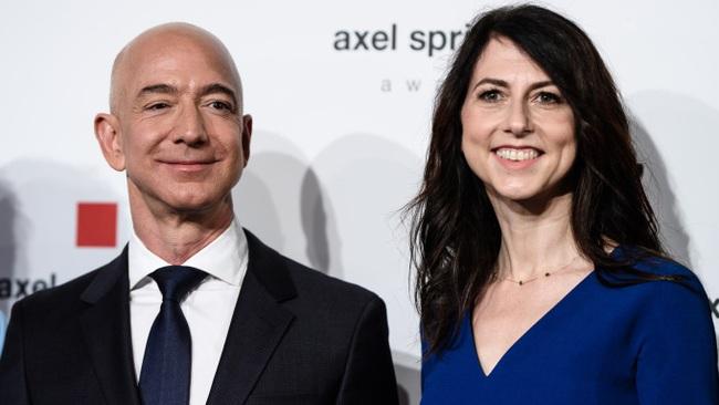 """Vợ cũ tỷ phú Amazon lần đầu tiên """"chơi lớn"""" kể từ sau khi ly hôn, kết hợp với người phụ nữ quyền lực thế giới thu hút sự chú ý - Ảnh 1."""