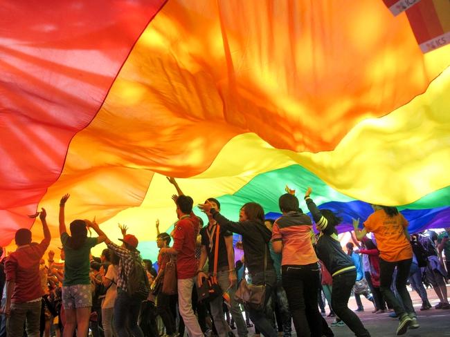 Tin vui cho cộng đồng LGBT: Bệnh viện Da liễu TP.HCM tập huấn giao tiếp ứng xử với cộng đồng LGBT, xây dựng bệnh viện thân thiện - Ảnh 2.