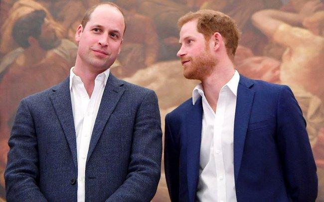 """Hoàng tử William """"trông chừng"""" em trai Harry ở Mỹ bằng việc gọi video nhưng với Meghan Markle thì hoàn toàn ngược lại - Ảnh 1."""