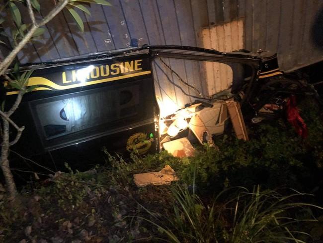 Quảng Ninh: Kinh hoàng xe container đè bẹp dúm xe limousine khiến 3 người tử vong - Ảnh 1.