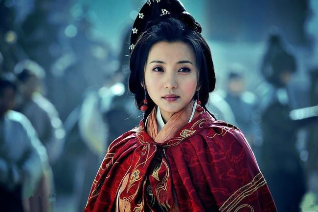Chuyện về vị Hoàng hậu đầu tiên của nhà Tấn: 17 tuổi gả cho anh rể, tận hưởng 16 năm nhung lụa để rồi chết đói ở tuổi 34 - Ảnh 1.