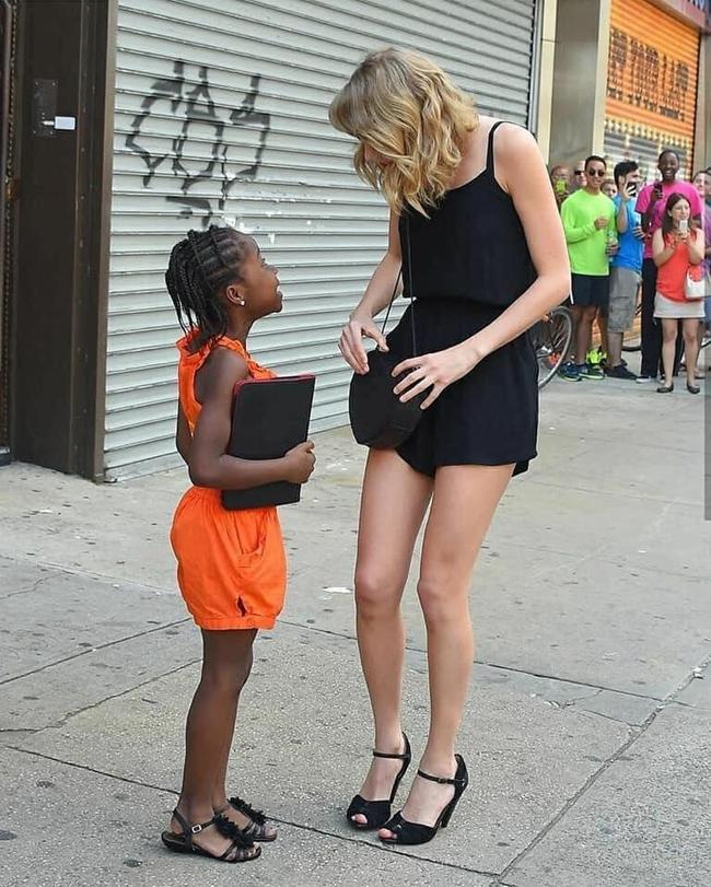 """Sau 6 năm trời, Taylor Swift cuối cùng cũng được minh oan vụ """"phân biệt chủng tộc"""" với fan da màu - Ảnh 2."""