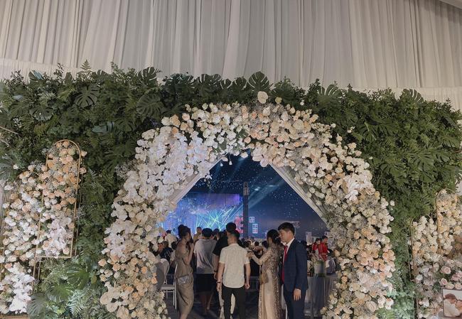 """Xôn xao """"siêu đám cưới"""" tại Ninh Hiệp: Dựng """"lâu đài"""" trên 1600m2, gần 200 người kì công chuẩn bị và loạt """"sao bự"""" tham dự - Ảnh 4."""