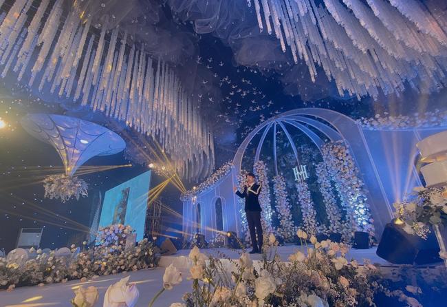 """Xôn xao """"siêu đám cưới"""" tại Ninh Hiệp: Dựng """"lâu đài"""" trên 1600m2, gần 200 người kì công chuẩn bị và loạt """"sao bự"""" tham dự - Ảnh 6."""