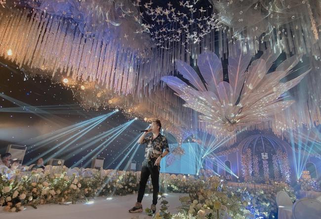 """Xôn xao """"siêu đám cưới"""" tại Ninh Hiệp: Dựng """"lâu đài"""" trên 1600m2, gần 200 người kì công chuẩn bị và loạt """"sao bự"""" tham dự - Ảnh 7."""