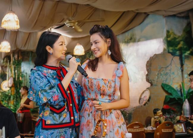 Hoa hậu Khánh Vân xinh đẹp đến dự tiệc, ôm tình cảm Vũ Thu Phương - Ảnh 8.