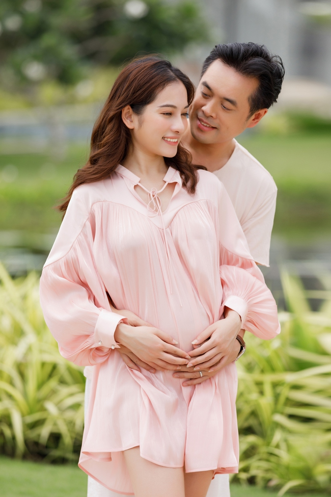 Sara Lưu - Dương Khắc Linh tiết lộ đã mang song thai 4 tháng, vợ chồng rủ nhau đi du lịch từ trong nước ra nước ngoài liên tục - Ảnh 3.