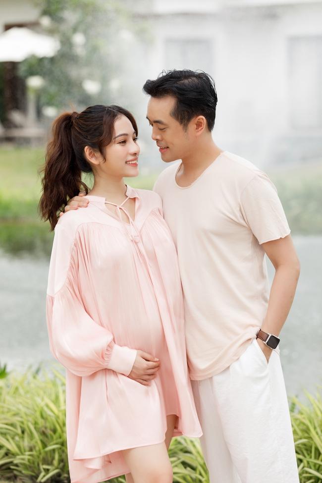 Sara Lưu - Dương Khắc Linh tiết lộ đã mang song thai 4 tháng, vợ chồng rủ nhau đi du lịch từ trong nước ra nước ngoài liên tục - Ảnh 2.
