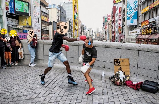 """""""Chịu đánh lấy tiền"""": Hình thức kinh doanh độc lạ ở khu phố sầm uất bậc nhất Nhật Bản - Ảnh 2."""