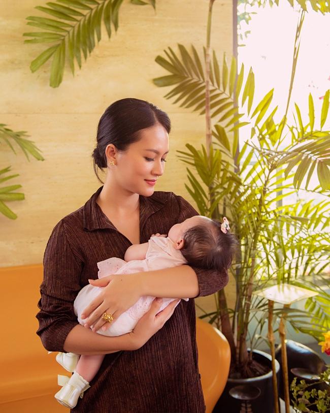 """Nữ diễn viên """"Chuyện của Pao"""" Hải Yến sinh liền 3 nhóc tỳ trong 5 năm ở ẩn, cuộc sống tất bật khiến mẹ bỉm sữa nào cũng đồng cảm - Ảnh 8."""