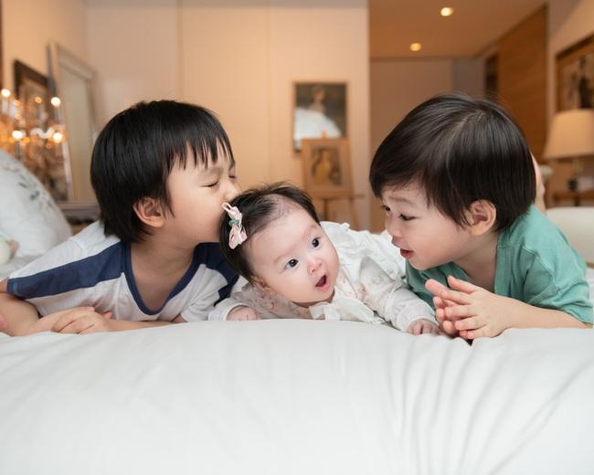 """Nữ diễn viên """"Chuyện của Pao"""" Hải Yến sinh liền 3 nhóc tỳ trong 5 năm ở ẩn, cuộc sống tất bật khiến mẹ bỉm sữa nào cũng đồng cảm - Ảnh 5."""