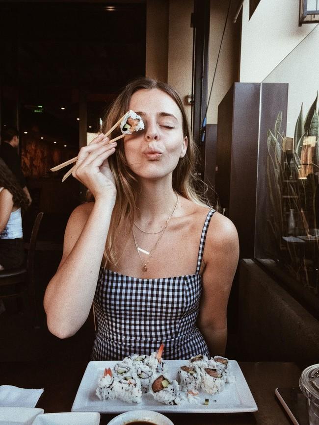 """Nếu muốn sống lâu, phụ nữ trước hết phải có đường ruột khỏe: Hãy """"tẩm bổ"""" cho ruột bằng 6 món này để không bị nhiễm bẩn và dẻo dai hơn - Ảnh 1."""