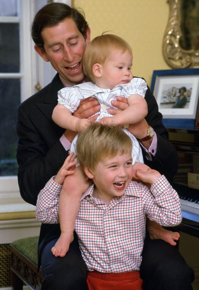 Thái tử Charles - một người cha đặc biệt của hoàng gia Anh: Vượt qua mọi dị nghị, tin đồn để yêu thương các con theo cách của riêng mình - Ảnh 1.