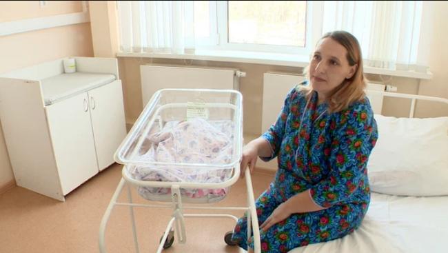 Kỳ tích bà mẹ 38 tuổi mang thai ngoài tử cung, thai nằm trong ổ bụng tới tận 33 tuần vẫn sinh nở mẹ tròn con vuông - Ảnh 1.