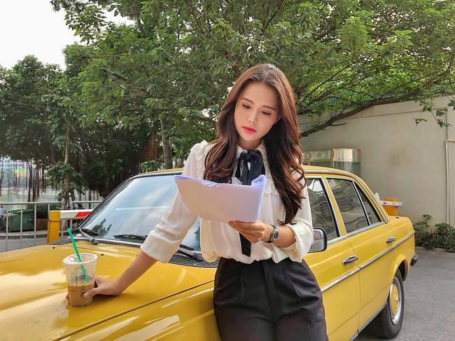 Phanh Lee có 11 cách diện áo blouse cực khéo, chị em học theo thì đi làm hay đi chơi cũng được khen mặc đẹp  - Ảnh 10.