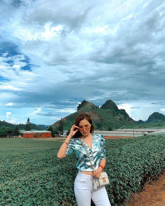 Phanh Lee có 11 cách diện áo blouse cực khéo, chị em học theo thì đi làm hay đi chơi cũng được khen mặc đẹp  - Ảnh 2.