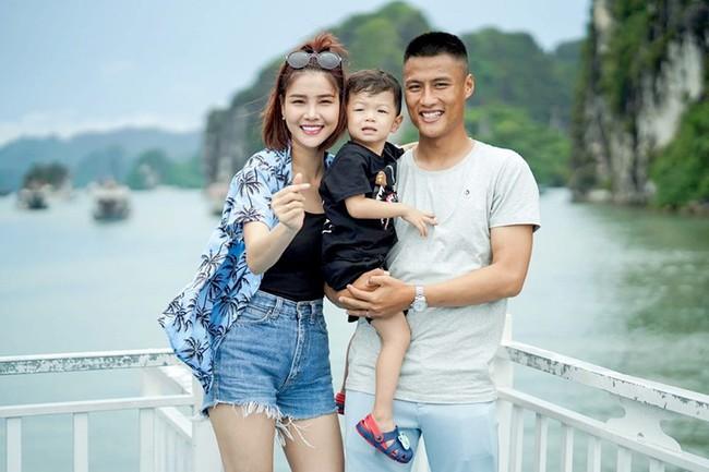 """Đọ sắc 3 cô vợ đang mang bầu của dàn cầu thủ Việt: Người """"xấu như chưa từng được xấu"""", người lên cân to gấp đôi chồng - Ảnh 9."""