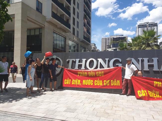 Hà Nội: Giữa mùa nắng nóng cư dân tòa nhà bị cắt nước vì phản đối diện tích, thu phí chưa phù hợp  - Ảnh 7.