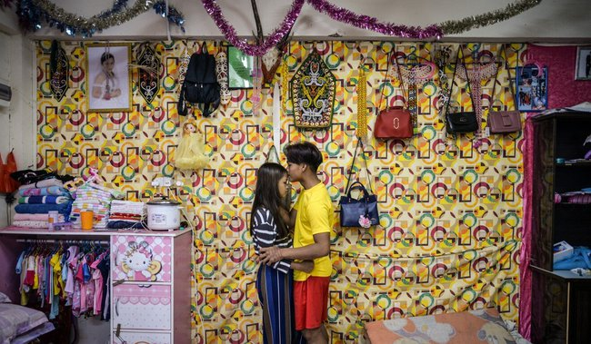 Câu chuyện về những cô dâu trẻ con hợp pháp ở Malaysia: Kết hôn ở tuổi 12, làm mẹ khi mới chỉ 13 tuổi - Ảnh 2.