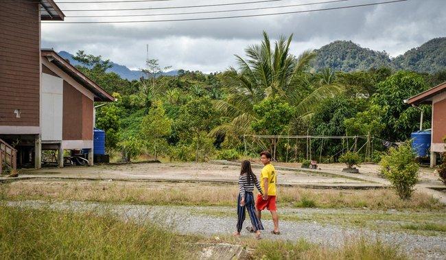 Câu chuyện về những cô dâu trẻ con hợp pháp ở Malaysia: Kết hôn ở tuổi 12, làm mẹ khi mới chỉ 13 tuổi - Ảnh 3.