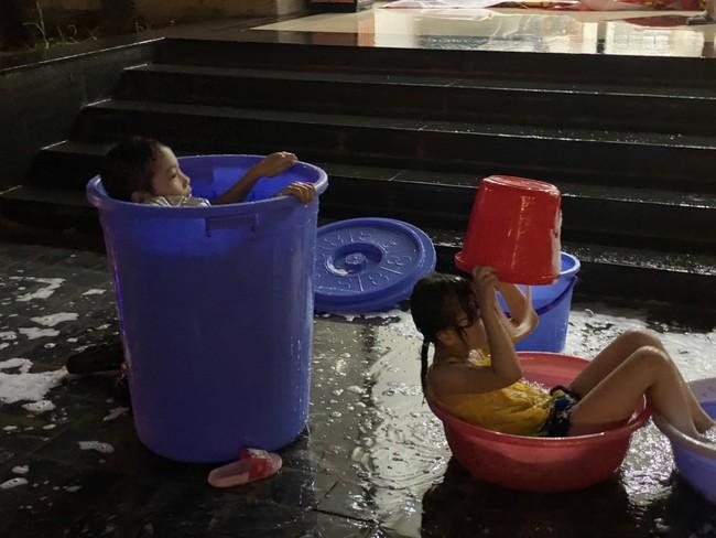 Hà Nội: Giữa mùa nắng nóng cư dân tòa nhà bị cắt nước vì phản đối diện tích, thu phí chưa phù hợp  - Ảnh 8.