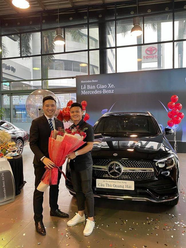 """Dân mạng bỗng chia sẻ mạnh clip Quang Hải """"nhún nhảy"""" trên chiếc xe Mercedes mới mua giữa lùm xùm bị hack Facebook lộ tin nhắn riêng tư - Ảnh 3."""