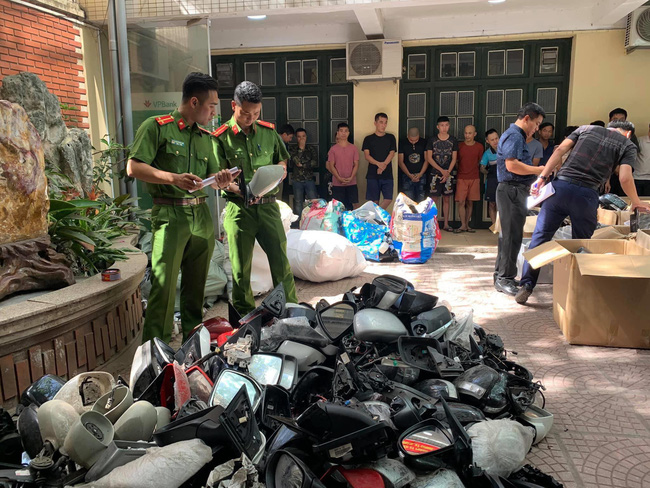 Mục sở thị nhóm trộm và hằng nghìn cặp gương và phụ tùng ô tô bị vặt tại Hà Nội - Ảnh 4.