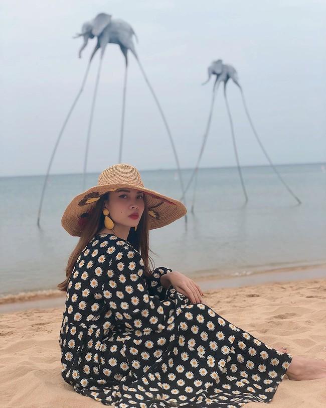Yến Trang viết: Biển nhớ tên em gọi về.