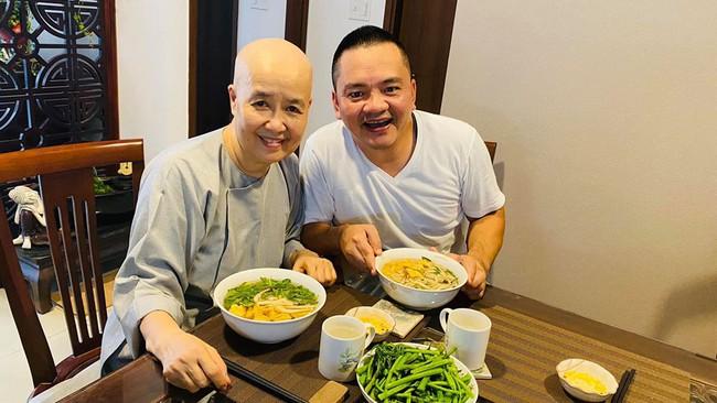 Nghệ nhân ẩm thực Nguyễn Dzoãn Cẩm Vân xuất hiện ăn cơm cùng con trai, món ăn cô nấu vẫn ngon và hấp dẫn như ngày nào - Ảnh 3.