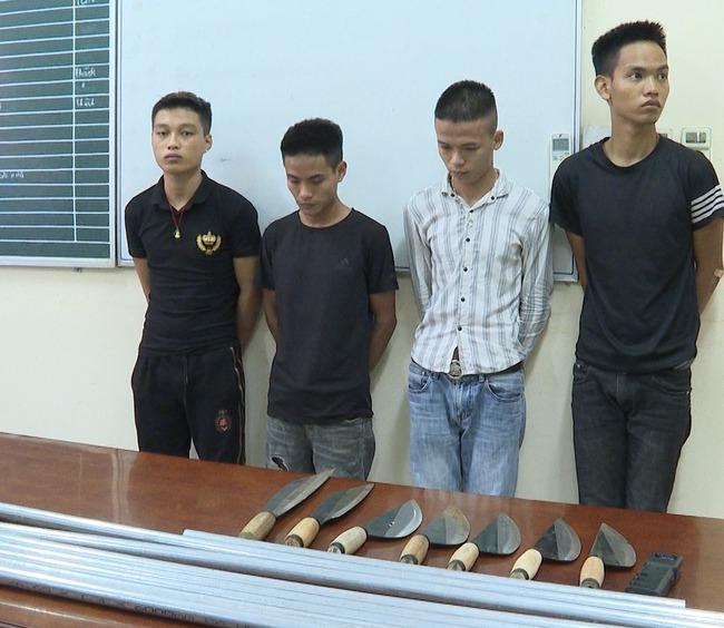 Phú Thọ: Bắt giữ nhóm đối tượng dùng dao bầu khống chế, ép buộc nhân viên nữ phục vụ quán karaoke - Ảnh 1.