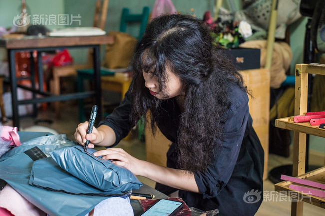 Từ nhân viên lễ tân đến thợ làm đồ chơi tình dục handmade, cô gái 28 tuổi tự tin vào bản thân và theo đuổi nghề một cách nghiêm túc - Ảnh 5.