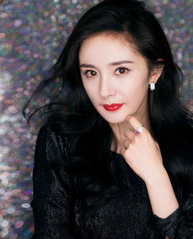 Rộ tin đồn Dương Mịch - Triệu Lệ Dĩnh đóng chung phim bom tấn, đạo diễn lại còn là Trương Nghệ Mưu  - Ảnh 2.
