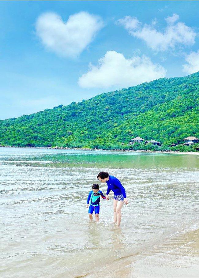Đi nghỉ dưỡng ở resort sang chảnh tránh nóng, Ly Kute lại gây sốt vì chụp ảnh chung với mẹ ruột trẻ đẹp như 2 chị em - Ảnh 6.