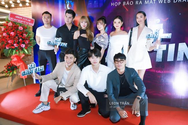 Minh Hằng cùng các thí sinh trong team The Face.
