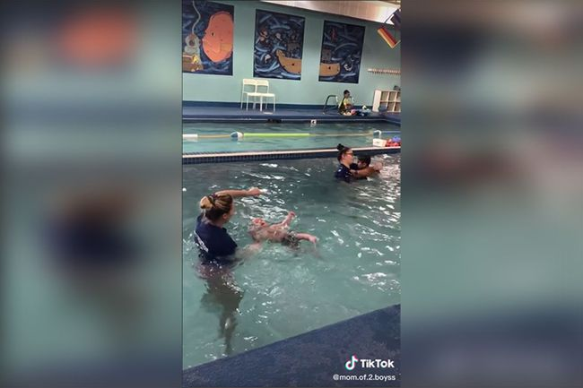 Thực hư đằng sau đoạn video ném em bé 8 tháng tuổi xuống bể bơi khiến mạng xã hội dậy sóng được chính mẹ em bé chia sẻ - Ảnh 5.