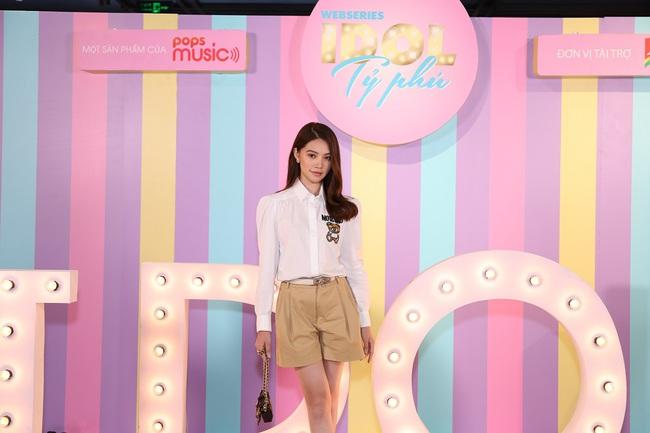 """Không chỉ sang chảng ngoài đời thực, lên màn ảnh Jolie Nguyễn cũng khiến khán giả phát """"hoảng"""" với số lượng trang phục cô mặc - Ảnh 4."""
