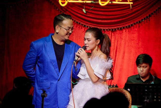 Chí Tài ôm đàn hát bên mỹ nữ Vietnam Idol bỗng hot như cồn nhờ bản nhạc cover - Ảnh 9.