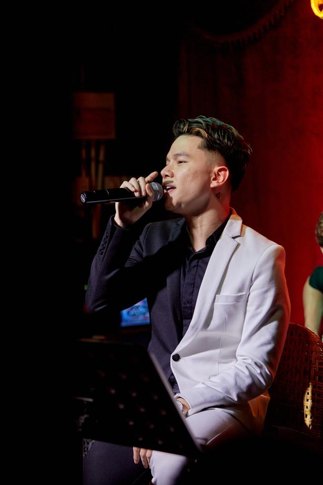 Chí Tài ôm đàn hát bên mỹ nữ Vietnam Idol bỗng hot như cồn nhờ bản nhạc cover - Ảnh 7.