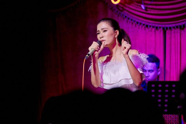 Chí Tài ôm đàn hát bên mỹ nữ Vietnam Idol bỗng hot như cồn nhờ bản nhạc cover - Ảnh 2.