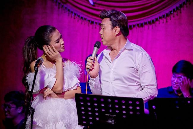 Chí Tài ôm đàn hát bên mỹ nữ Vietnam Idol bỗng hot như cồn nhờ bản nhạc cover - Ảnh 5.