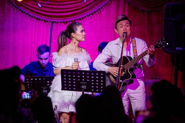Chí Tài ôm đàn hát bên mỹ nữ Vietnam Idol bỗng hot như cồn nhờ bản nhạc cover - Ảnh 6.